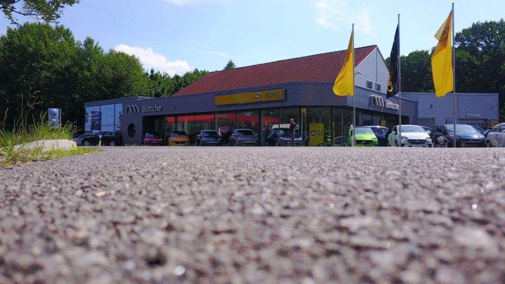 Drohnen Bild vom Autohaus.